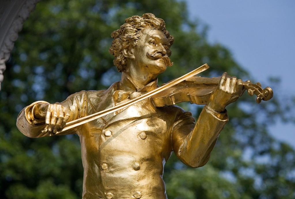 Vienna_-_Johann_Strauss_Monument_in_Stadt_Park_-_4572